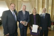 v.l.n.r.: OB Dirk Hilbert, Dr. Rafal Dutkiewicz, Bettina Klemm, Dr. Erhard Busek