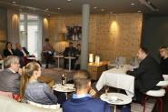 Presse-Clubabend mit Oberbürgermeister Dirk Hilbert 8. Mai 2017, 19.00 Uhr Im Avernstübli des Hyperion (ehemals Swissôtel) am Schloss Schlossstraße 16, 01067 mit Bettina Klemm. Vorsitzende des Pressclubs Dresden / Foto: Ralf U. Heinrich